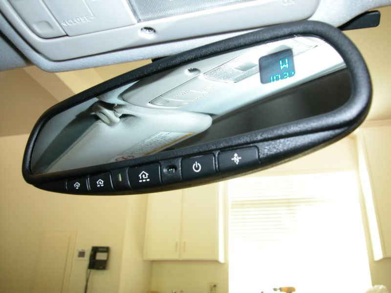 1870115101-Rear View Mirror - Garage Controls.JPG